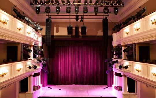 Teatrai